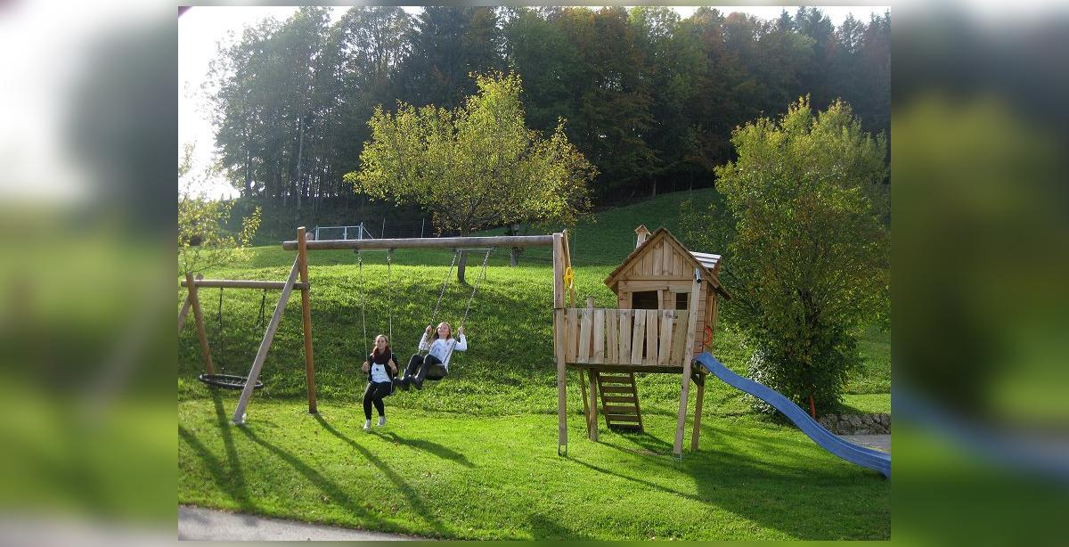 Ferienbauernhof-Freynend_Kinderspielplatz.jpg