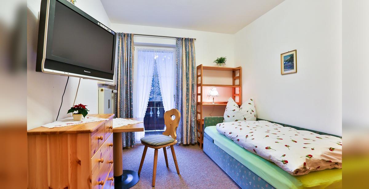 Ferienwohnung-Benischke_Schlafzimmer_mit_Einzelbett.jpg