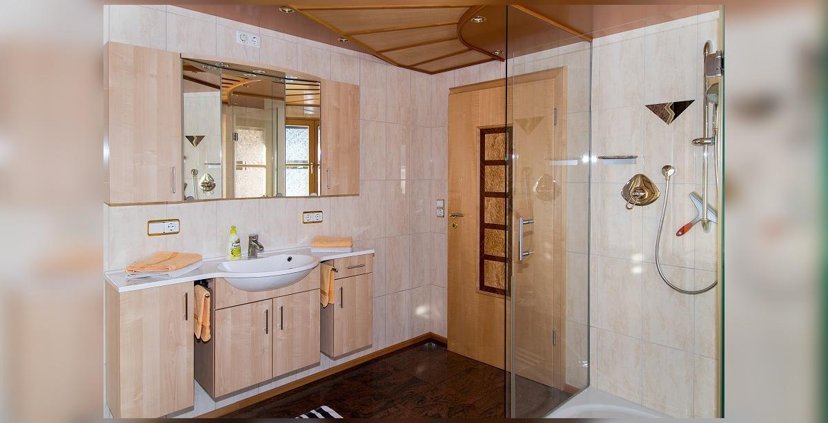 Brandner_Apartmenthaus-Salzgau_Fewo-4_Bad-Dusche-WC.jpg