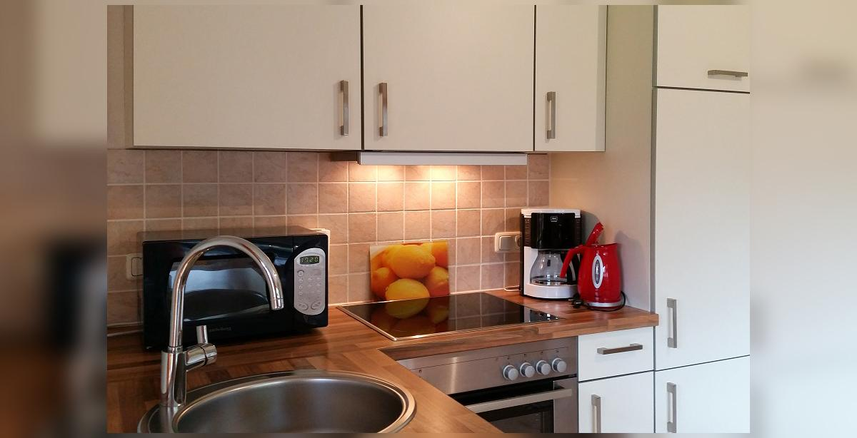 Brandner_Gaestehaus-Salzgau_Appartment-2_Kuechenzeile.jpg