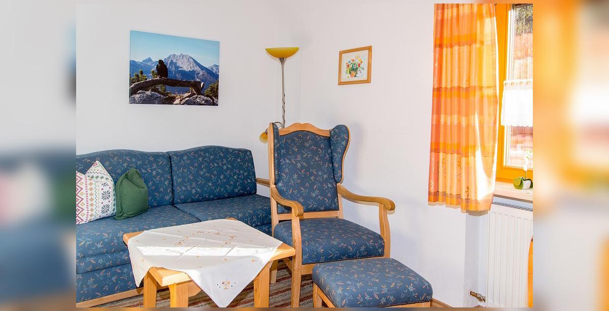 Brandner_Gaestehaus-Salzgau_Appartment-2_Sitzgarnitur.jpg