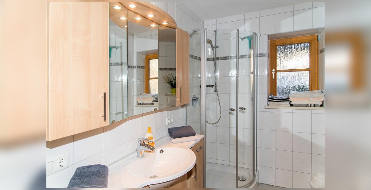 Brandner_Gaestehaus-Salzgau_Fewo-1_zweites-Badezimmer.jpg