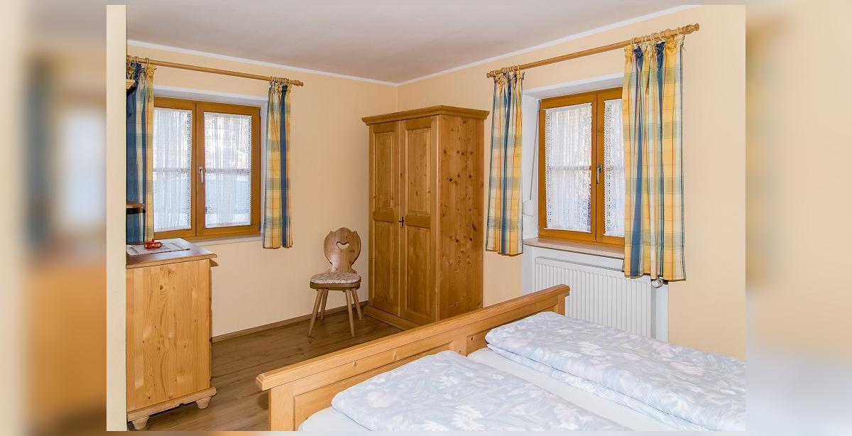 Brandner_Gaestehaus-Salzgau_Fewo-1_zweites-Schlafzimmer.jpg