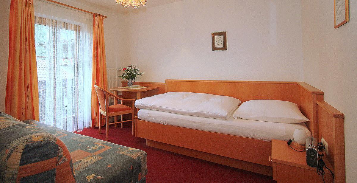 Gaestehaus-Edelweissstueberl_Einzelzimmer.jpg