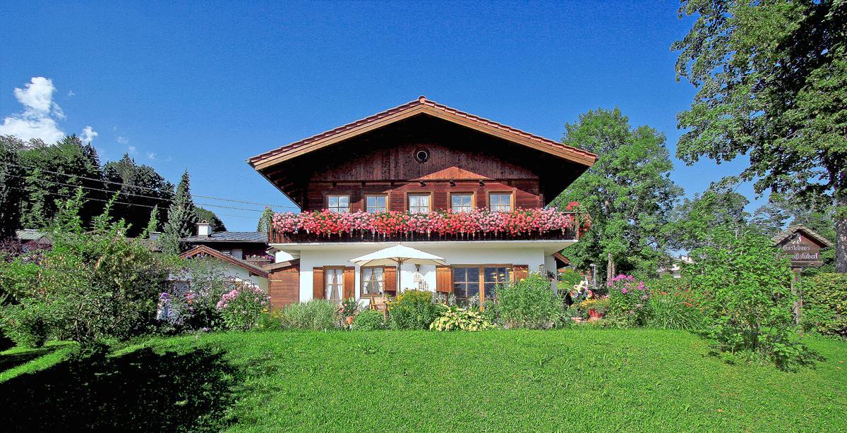Gaestehaus-Edelweissstueberl_Sonnenterrasse_04.jpg