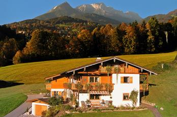 Our bed and breakfast is located in a free, quiet, elevated position, between Berchtesgaden and Königssee in the district Schwöb.