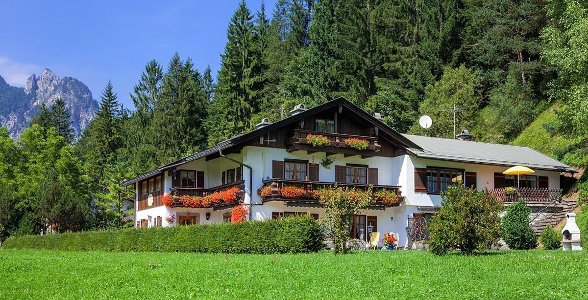 Gaestehaus-Alpengruss_Sommer.jpg