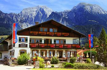 In the Oberschönau district you will find our rustic, cozy inn in the heart of Schönau. On the beautiful sun terrace you can enjoy the wonderful mountain view of the Grünstein and the Watzmann.