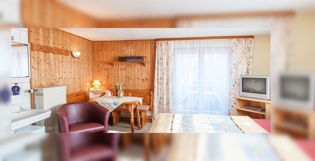 Ferien-Gruenwald_Doppelzimmer.jpg