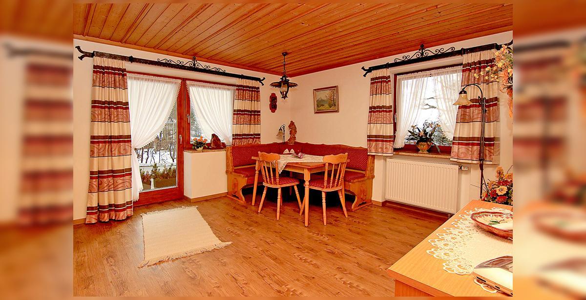 1_Hettegger-Ferienwohnung-Erdgeschoss-Essecke.jpg