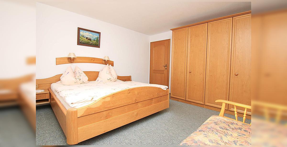 4_Hettegger-Ferienwohnung-Erdgeschoss-Doppelbett.jpg