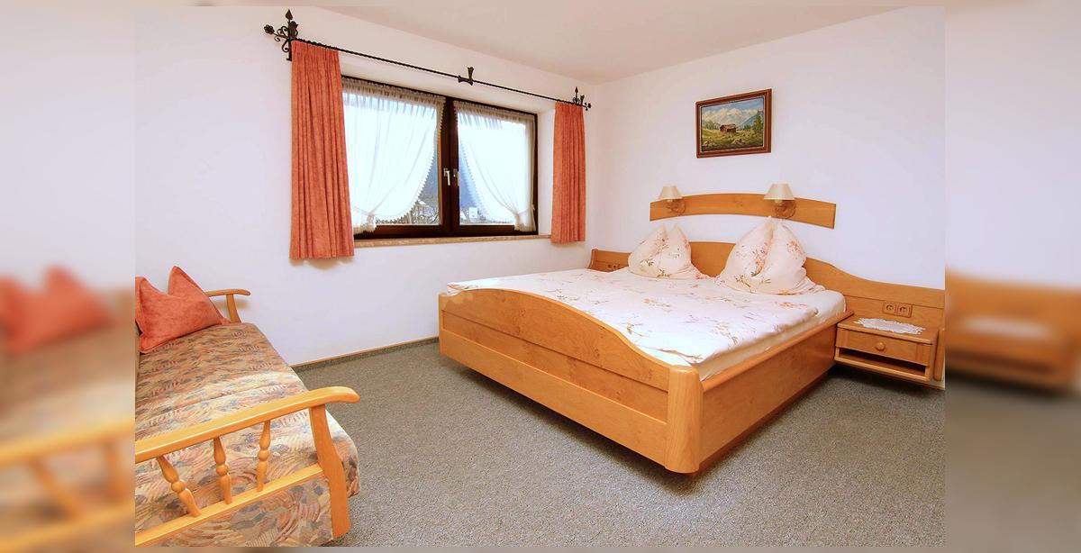 5_Hettegger-Ferienwohnung-Erdgeschoss-Schlafzimmer.jpg