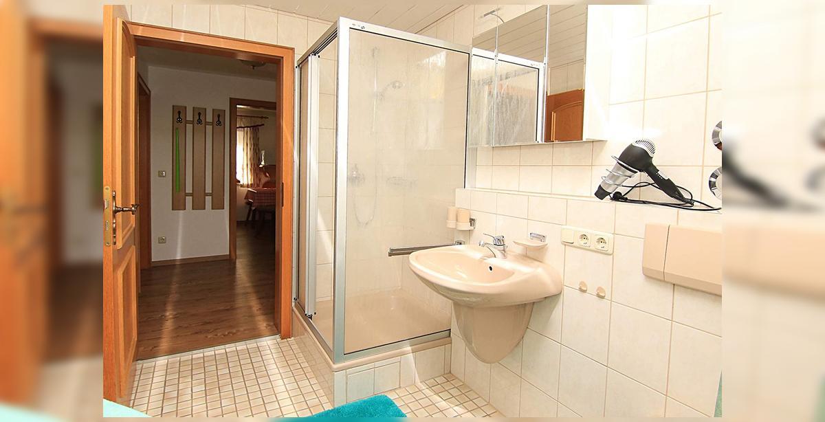 6_Hettegger-Ferienwohnung-Erdgeschoss-Bad.jpg