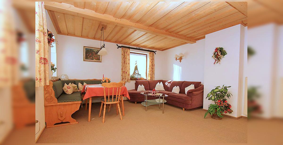 2_Hettegger-Ferienwohnung-Obergeschoss-Sitzecke.jpg