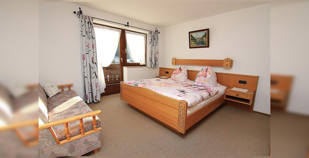 6_Hettegger-Ferienwohnung-Obergeschoss-Schlafzimmer.jpg