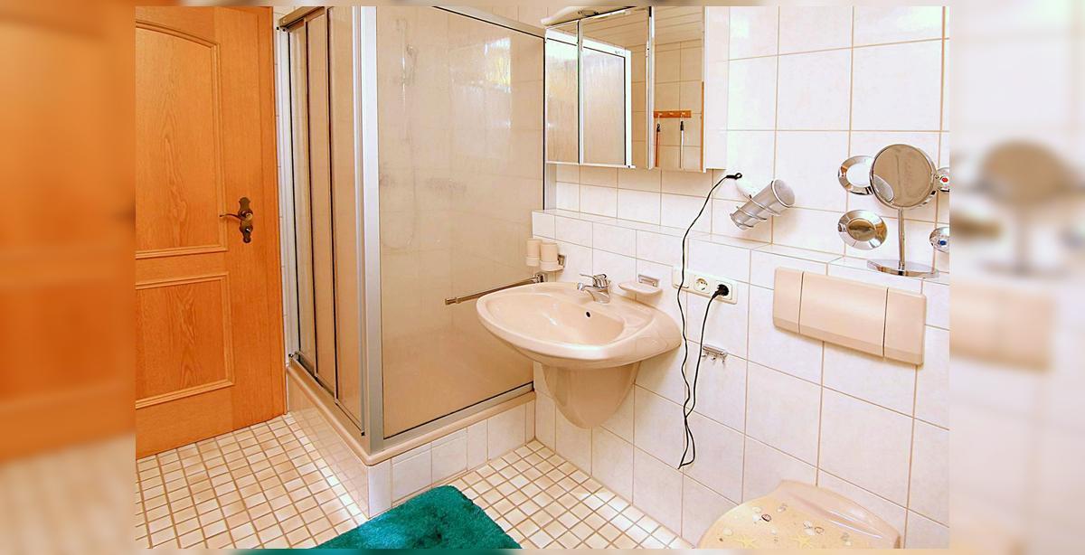 7_Hettegger-Ferienwohnung-Obergeschoss-Badezimmer.jpg