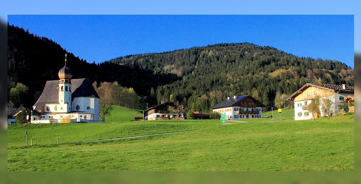 Oberau-Kirche-Zur-Heiligen-Familie.jpg