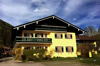 Holiday apartment for 2-4 persons in the Berchtesgadener Land, at the foot of the Gruensteins in the heart of Schönau near Kingslake