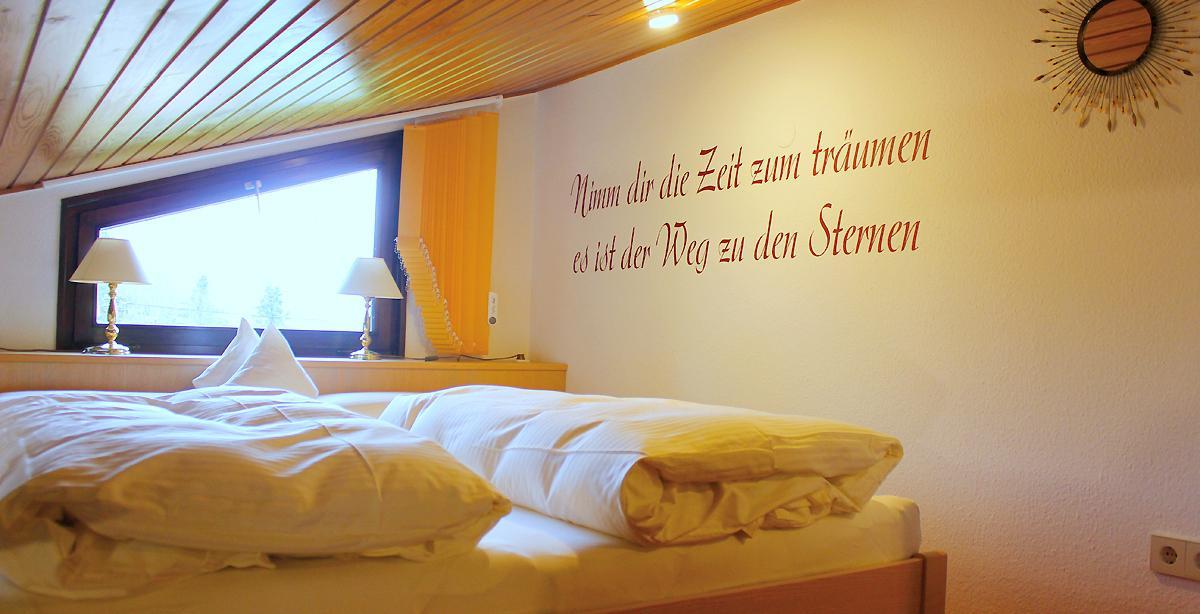 Ferienwohnung-Homberg_schlafzimmer.jpg