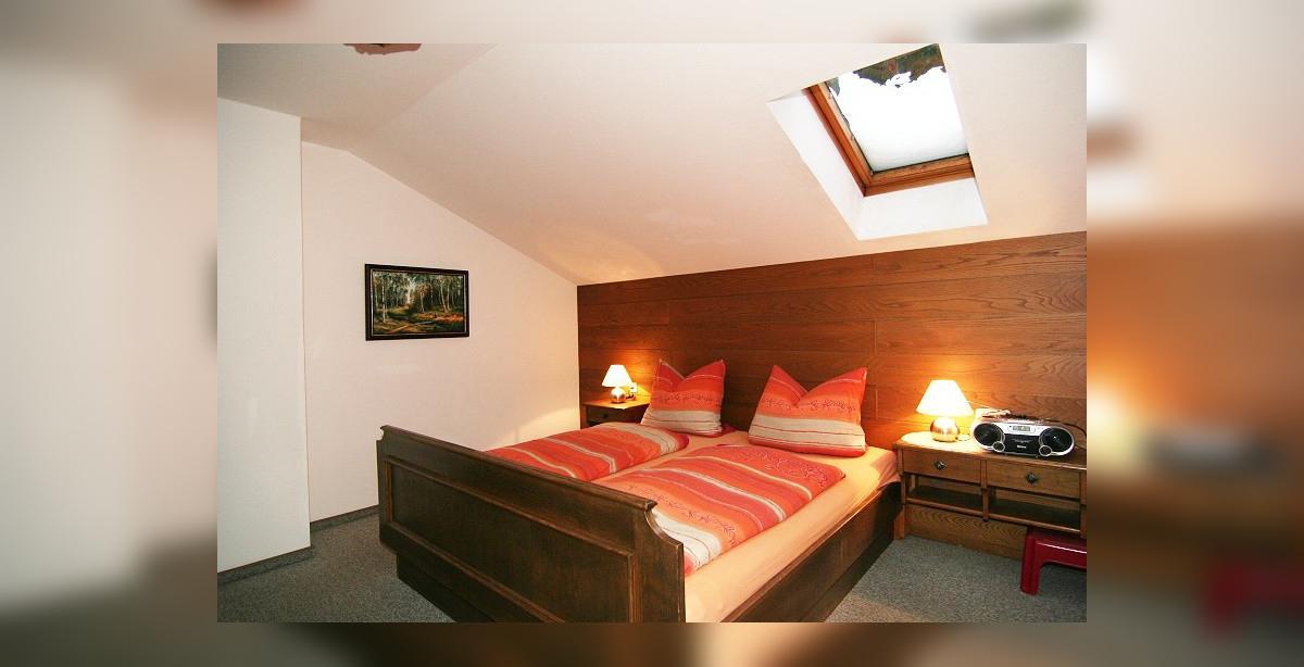 Ferienappartement-4_Klausner_Doppelbett.jpg