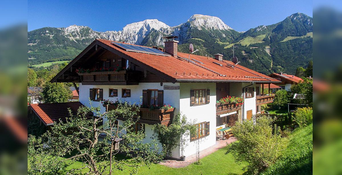 Fewo-Klausner_Garten-Berge.jpg
