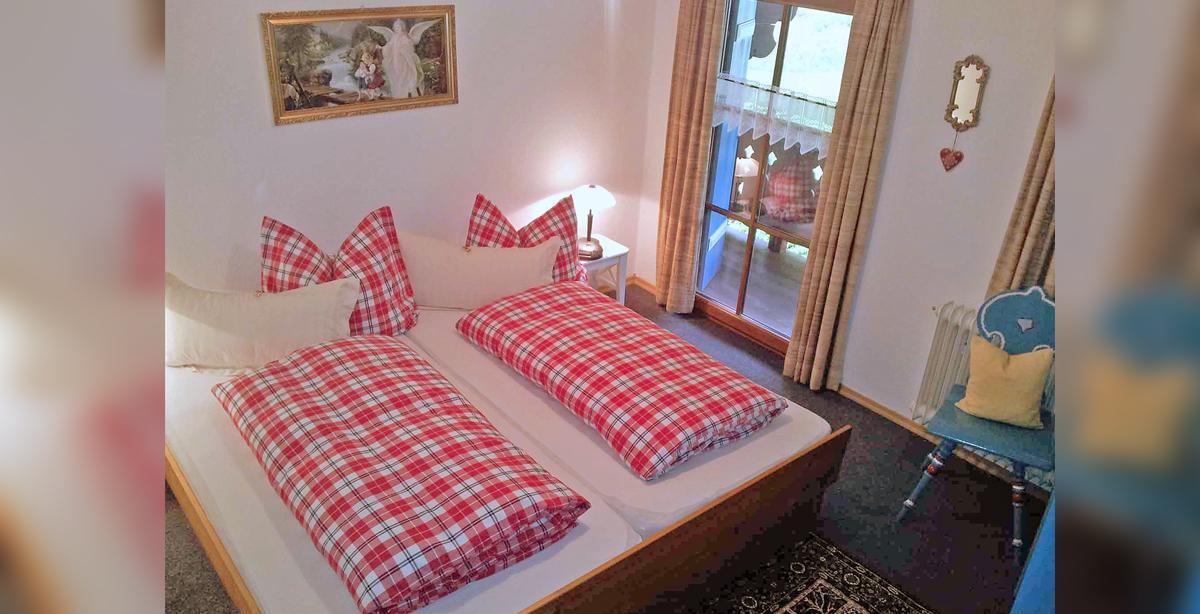 Pension_Ferienwohnung_Etzerschloessl_ferienwohnung_Schlafzimmer.jpg