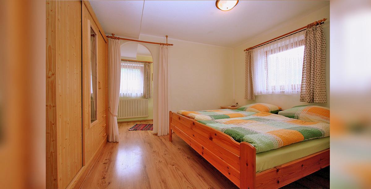 Fewo_2__Schlafzimmer.JPG