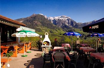 Our guesthouse with 8 guest rooms is located in a quiet, sunny south-facing slope with unobstructed, fantastic views of the Berchtesgaden Alps