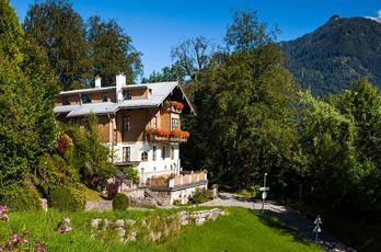Newly renovated guest rooms in our guesthouse in Berchtesgaden on Königssee and a delicious breakfast buffet await you in our Berchtesgadener guesthouse