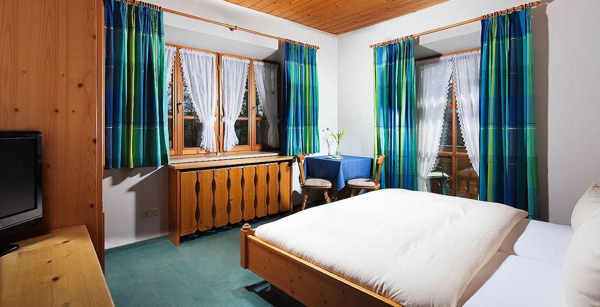 Pension-Gaestehaus-Lugeck_doubleroom.jpg