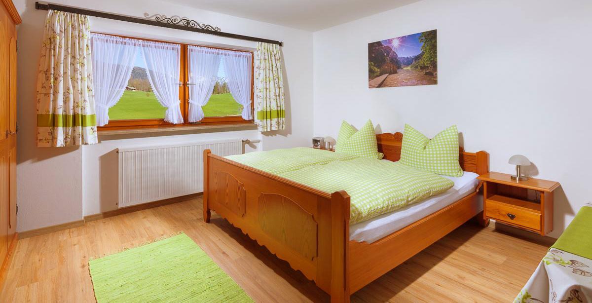 Ferienwohnung_Untersulzberglehen_Schlafzimmer.jpg