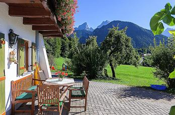 Holidays in Untersulzberlehen, wonderful view of the entire Berchtesgaden mountains.